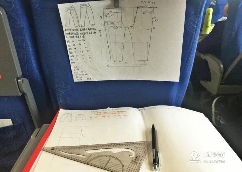 中国铁路揭秘:高铁上为何这么多写作业的?