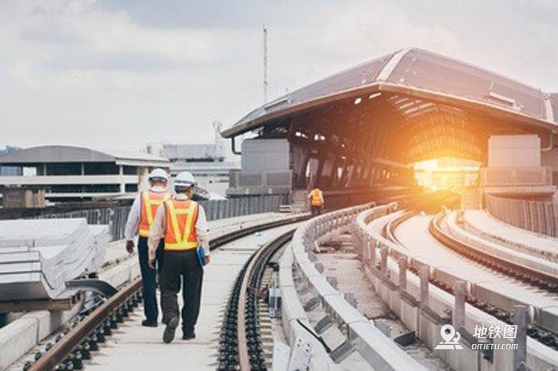 铁路局VS地铁,到底哪个更好?看看内部员工怎么说!