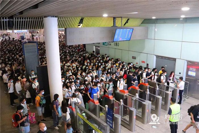 国庆中秋连续9天发送旅客超千万 火车站变化很中国