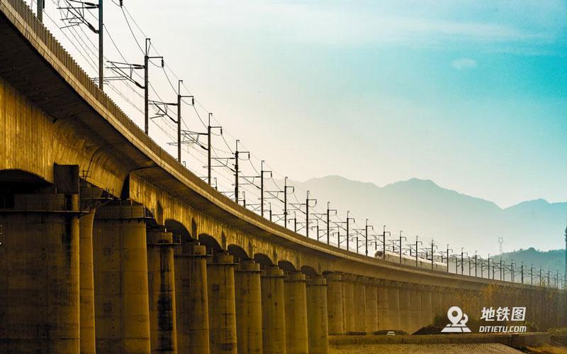 為什么大部分高鐵建在高架上?