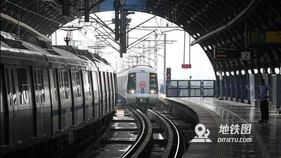 印度首都周末宵禁:降低德里地铁的运行频率