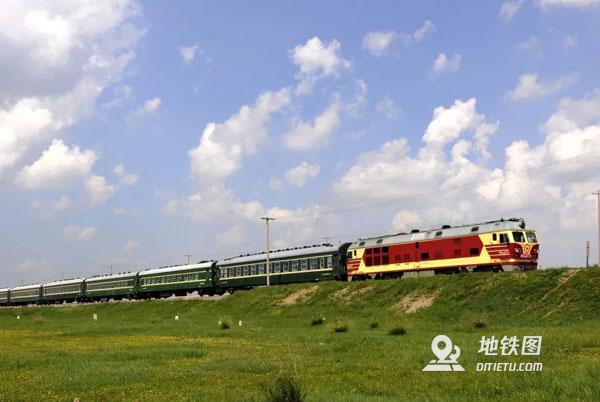 """穿越內蒙古草原深處的""""慢火車"""""""