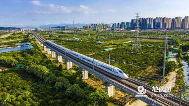 美媒:美國政客都該去中國坐趟高鐵