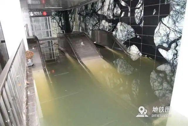 紐約暴雨地鐵被灌爆 官方:水往低處流 我們做得很好