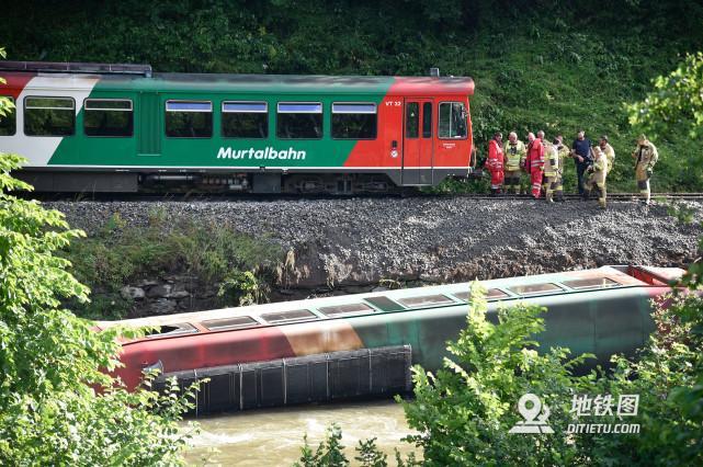 奧地利火車出軌,多人受傷!