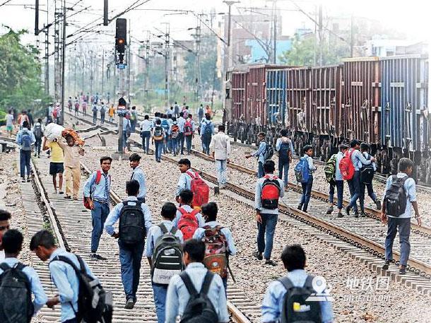 印度新德里今年因违规穿越铁路已致358人死亡